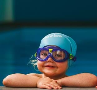 should i give my baby or toddler swimming goggles puddle ducks