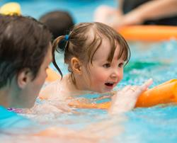 Swimming lessons for children aged 2.5 to 4 years old